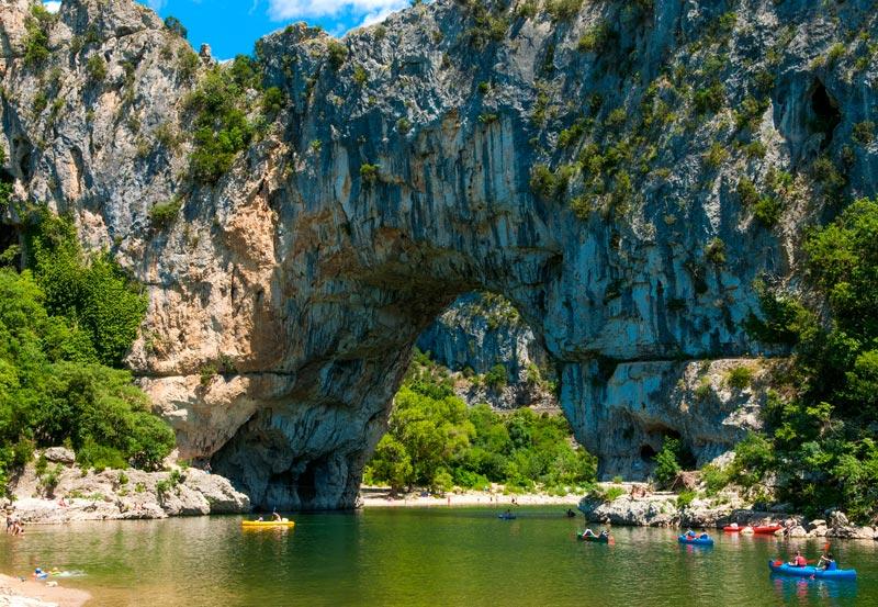 Le Pont d'arc porte d'entrée des Gorges de l'Ardèche