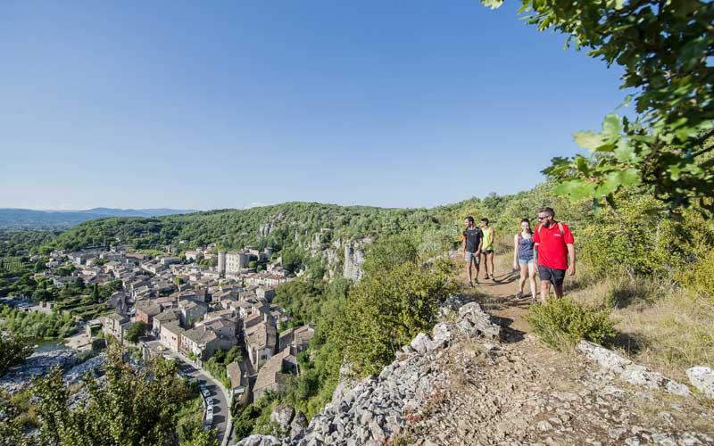 Rando sur les falaises de Vogüé en Ardèche