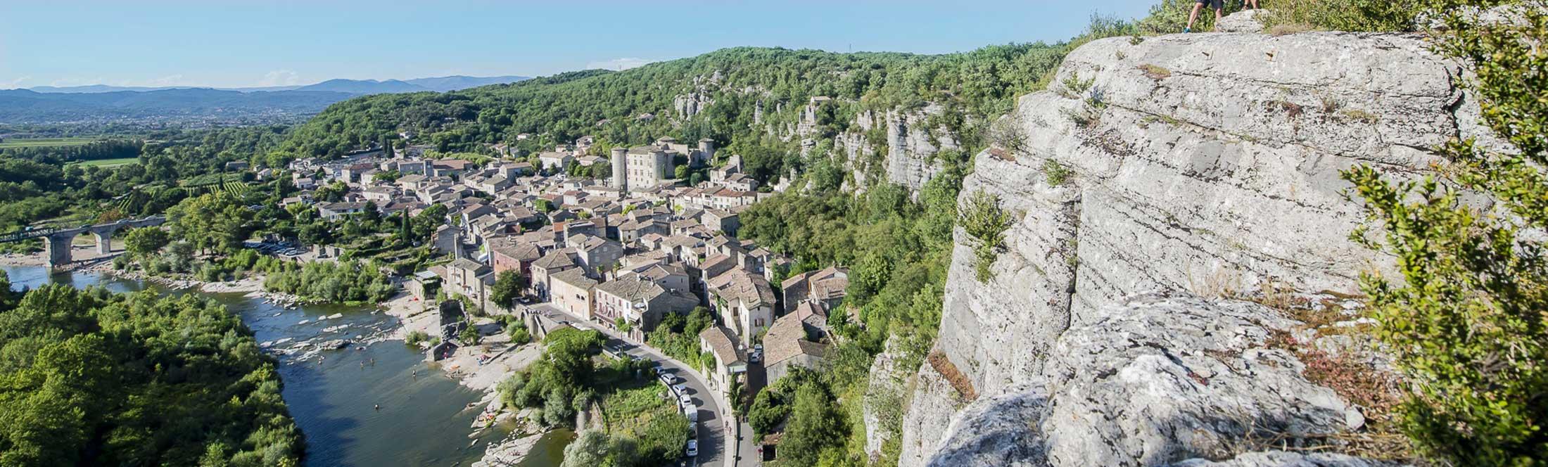 Le village de Vogüé en Ardèche